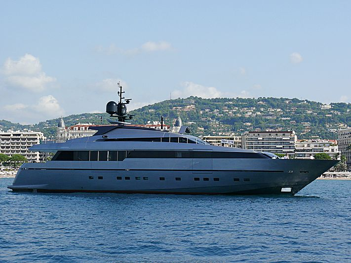 4H yacht anchored off Cannes