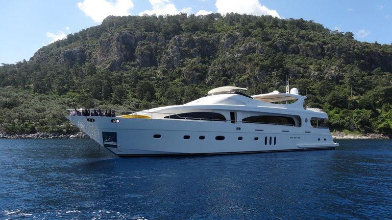 M&M yacht Mengi Yay Yachts