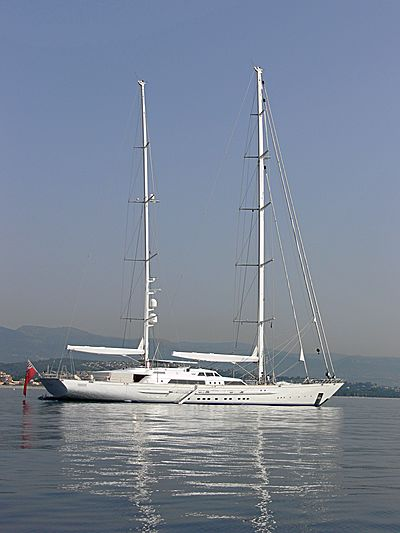 Felicita West yacht anchored off Antibes