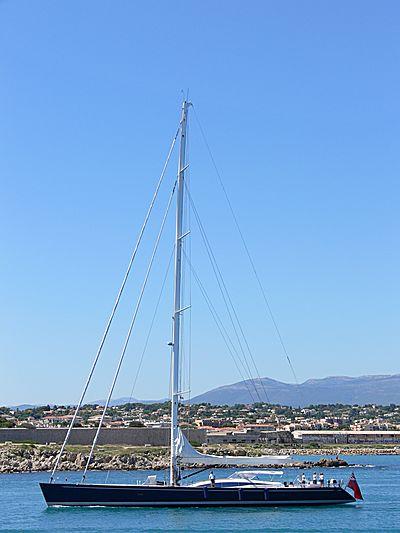Hamilton II yacht arriving in Antibes