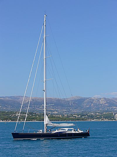 Hamilton II yacht arriving in Antibes