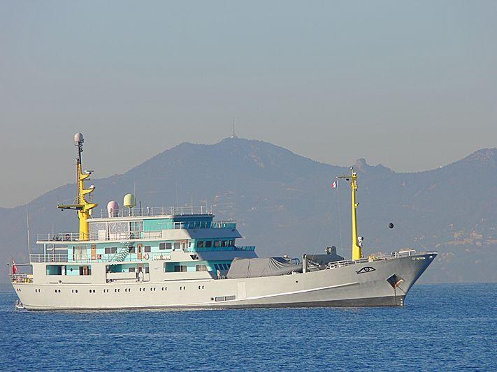 Amazon Express yacht anchored off Juan Les Pins
