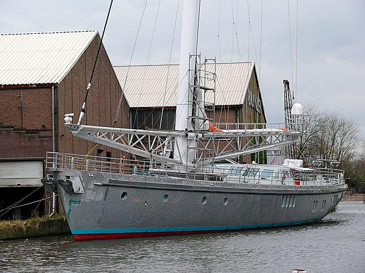 De Dwinger yacht at the Bruynzeel Factory