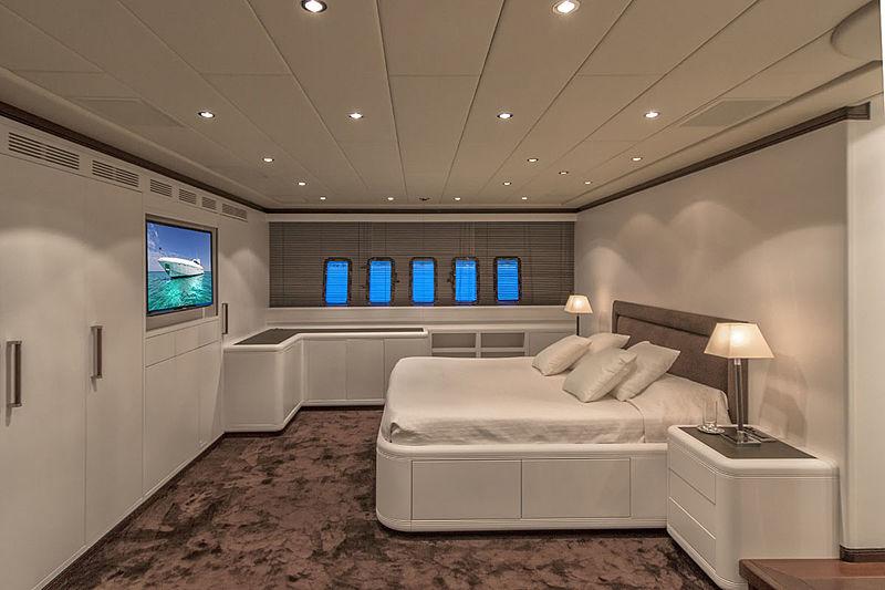 Four Friends yacht master suite