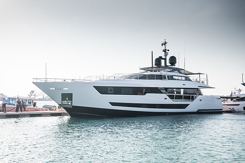 Custom Line 120 yacht O at the Dubai International Boat Show
