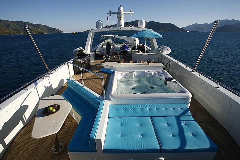 B-Nice yacht sundeck