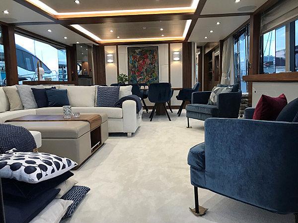 Vision 3000 yacht saloon