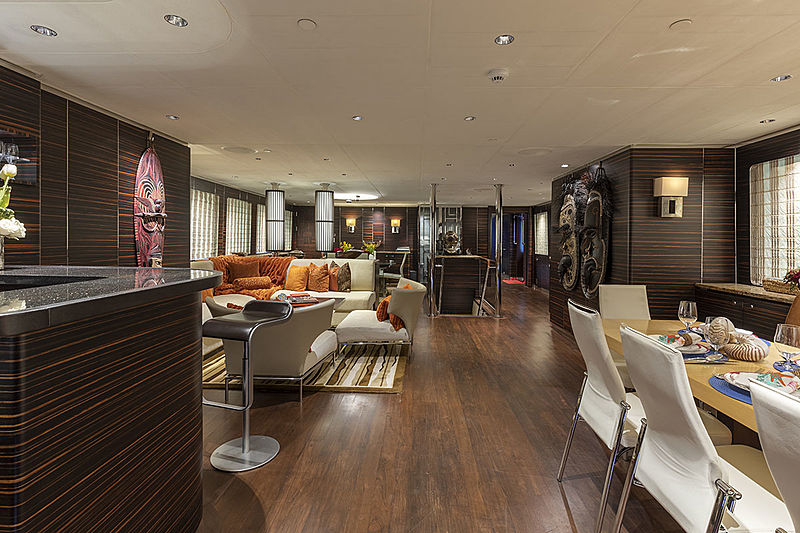 Qing yacht saloon