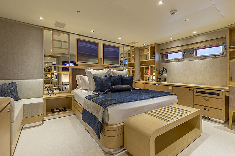 Qing yacht double cabin