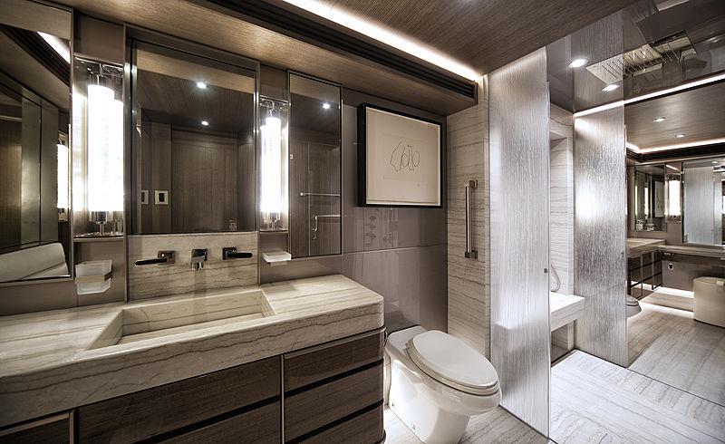 Pepper XIII yacht bathroom