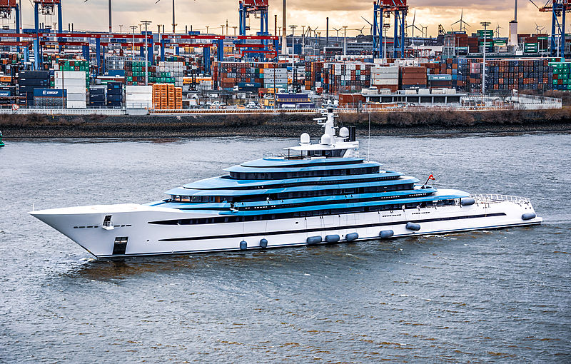 Yacht Jubilee by Oceanco arriving in Hamburg