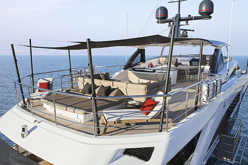 Samba yacht deck