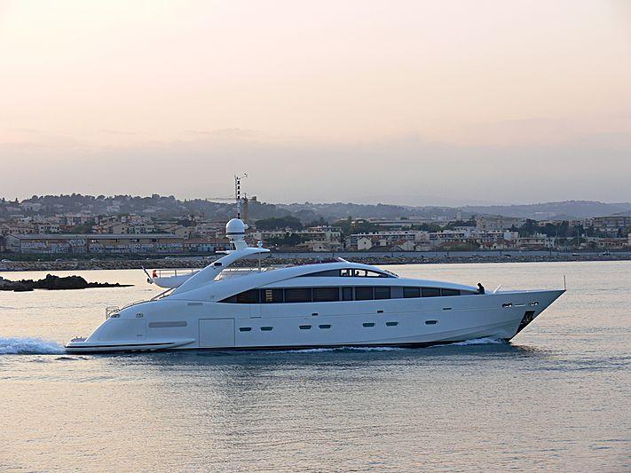 Sun Glider II yacht leaving Antibes