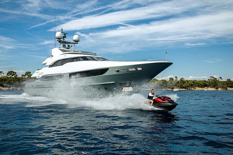 Legenda yacht with jetski