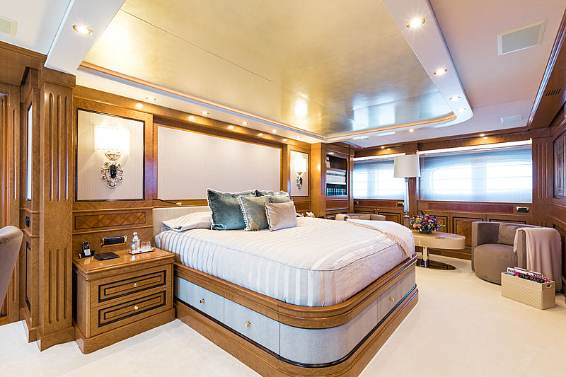 Legenda yacht master stateroom