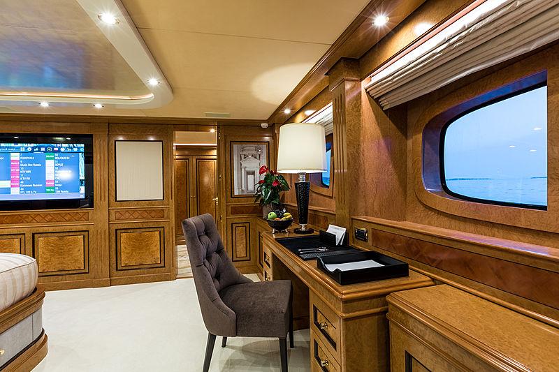 Legenda yacht master stateroom office
