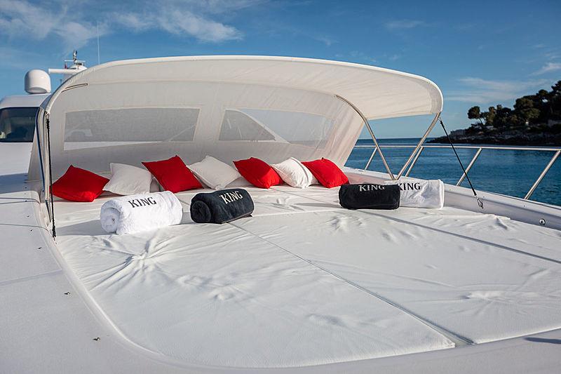 Mangusta 108 King yacht foredeck