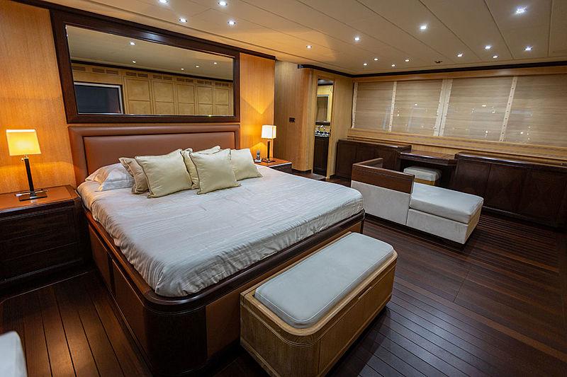 Mangusta 108 King yacht stateroom