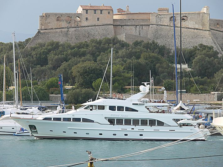 Eliza Jean yacht arriving in Antibes