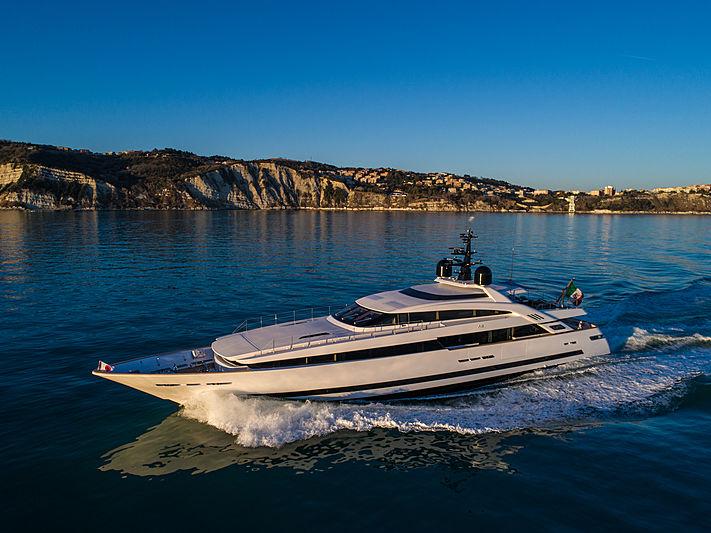 Agora III yacht exterior