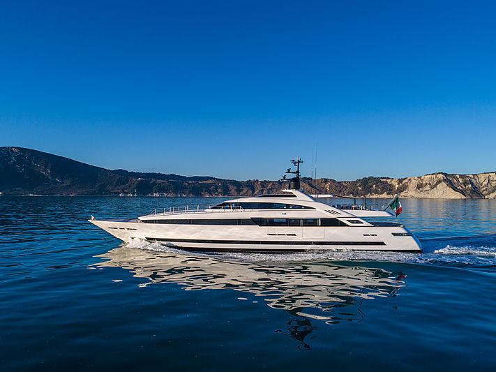 Agora III yacht cruising