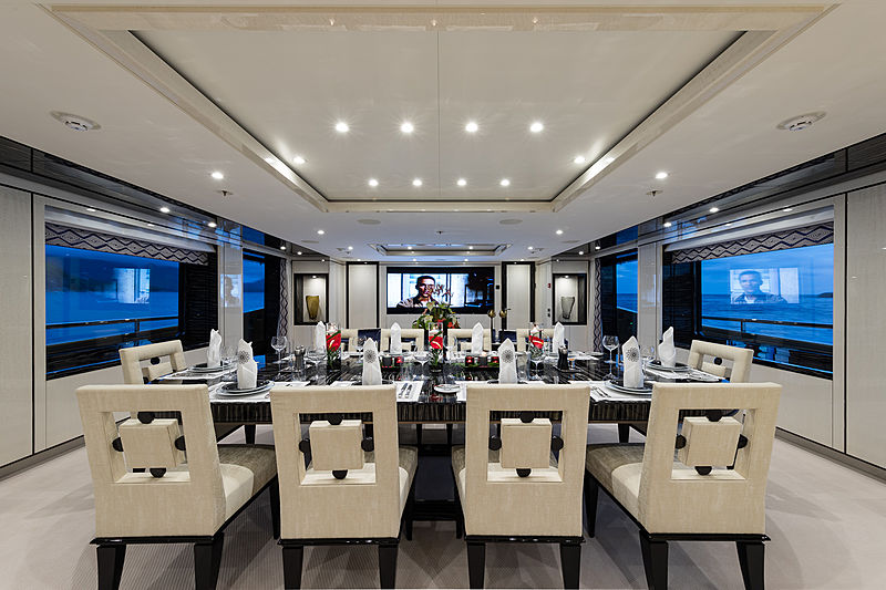 Lili yacht dining room