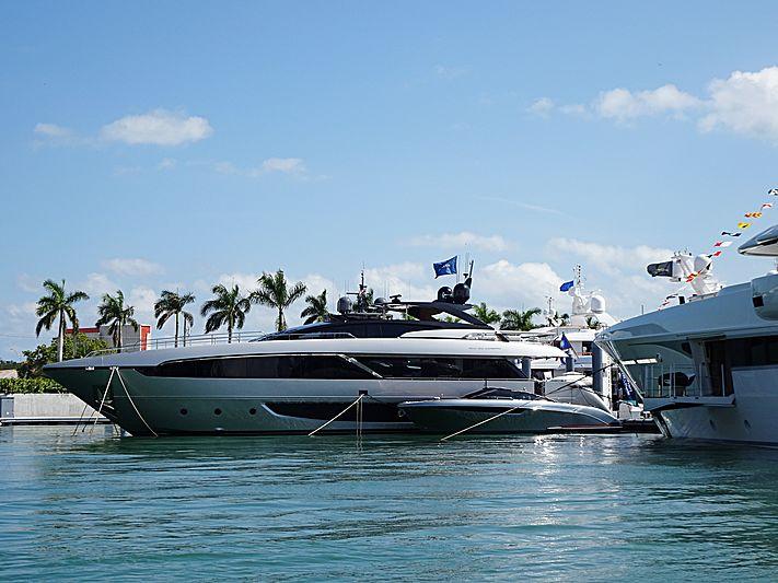 Janus Navem yacht in Miami Island Gardens