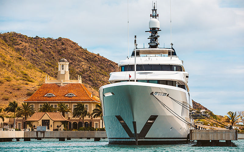 Just J's yacht by Hakvoort in Saint Kitts