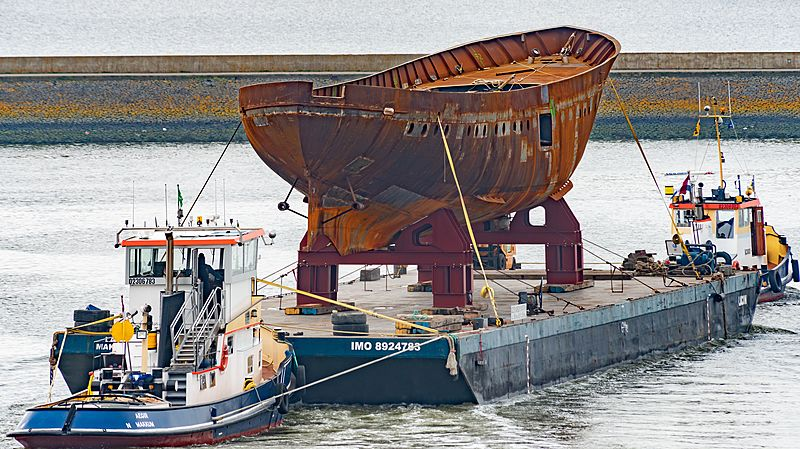 Istros yacht arriving in Makkum for re-build