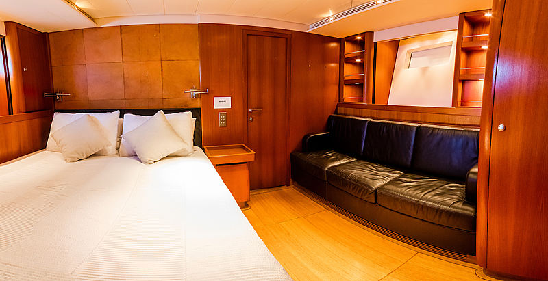 Hoppetosse yacht interior