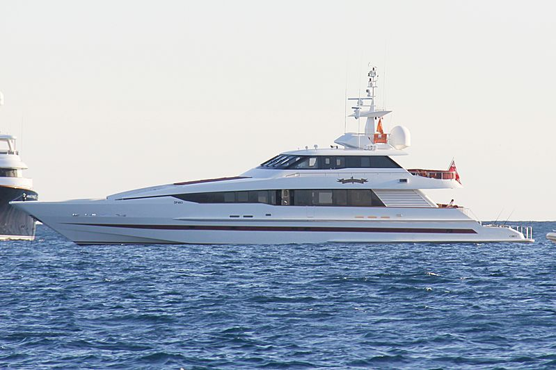 Red Saphire I yacht acnhored off Cannes