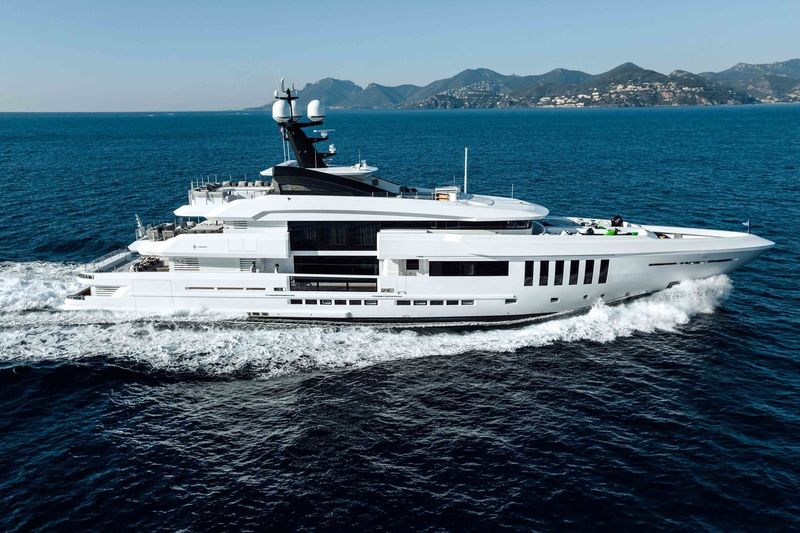 OURANOS yacht Admiral