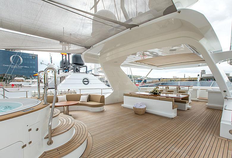 Hemabejo 3 yacht deck