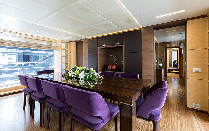 Hemabejo 3 yacht dining room