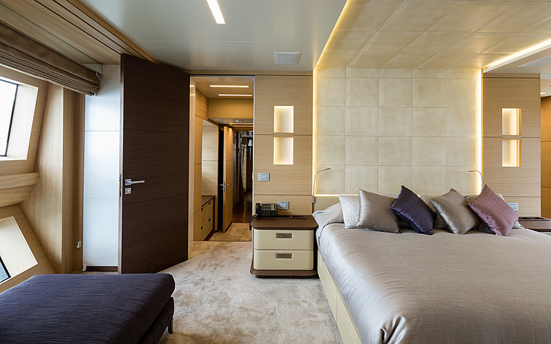 Hemabejo 3 yacht stateroom