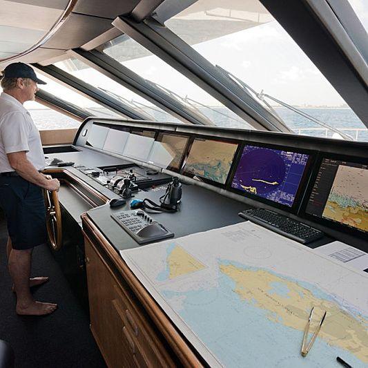 Lumiere yacht bridge