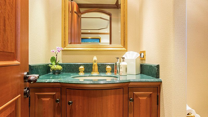 Mim yacht bathroom