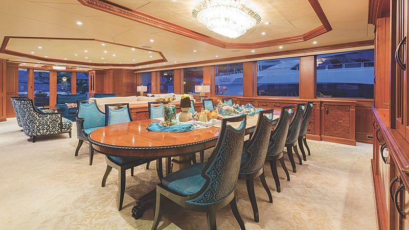 Mim yacht dining room