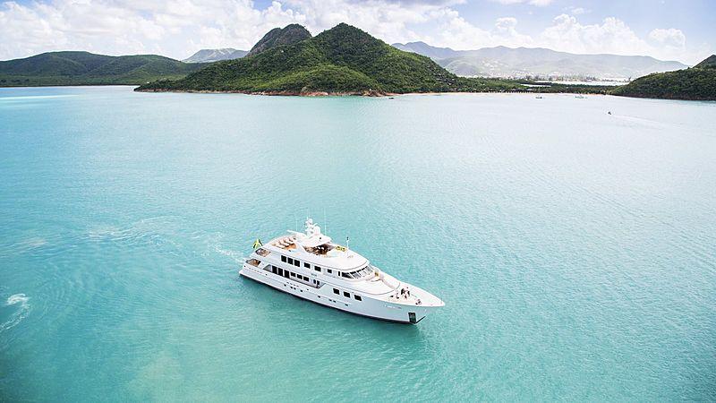 Mim yacht cruising