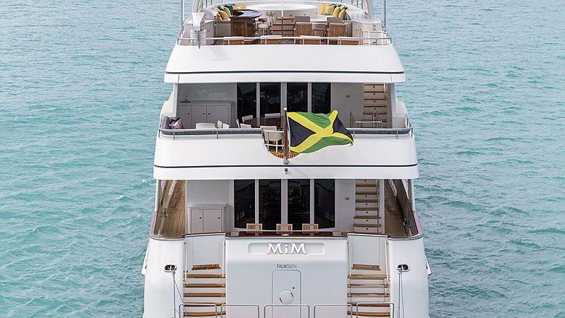 Mim yacht stern