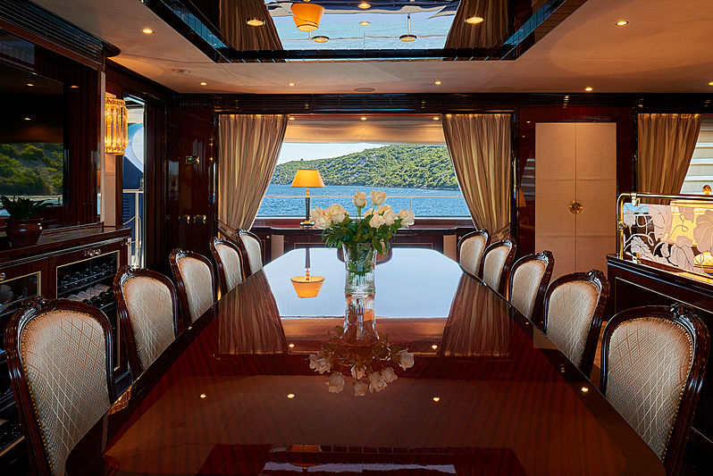 Reve d'Or yacht dining room