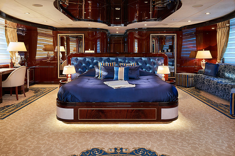 Reve d'Or yacht stateroom