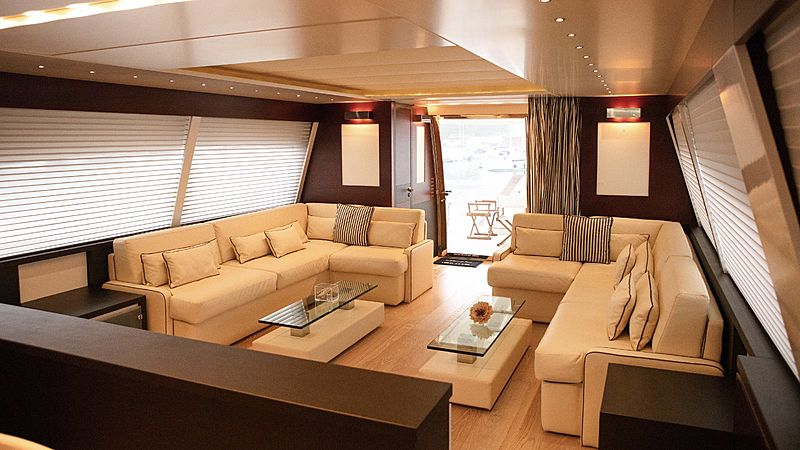 Alda 2 yacht saloon