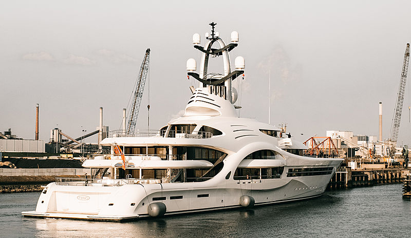 Yacht Anna arriving in Amsterdam