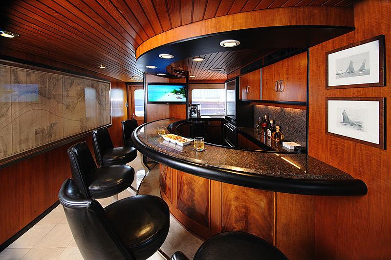 Avante V yacht bar