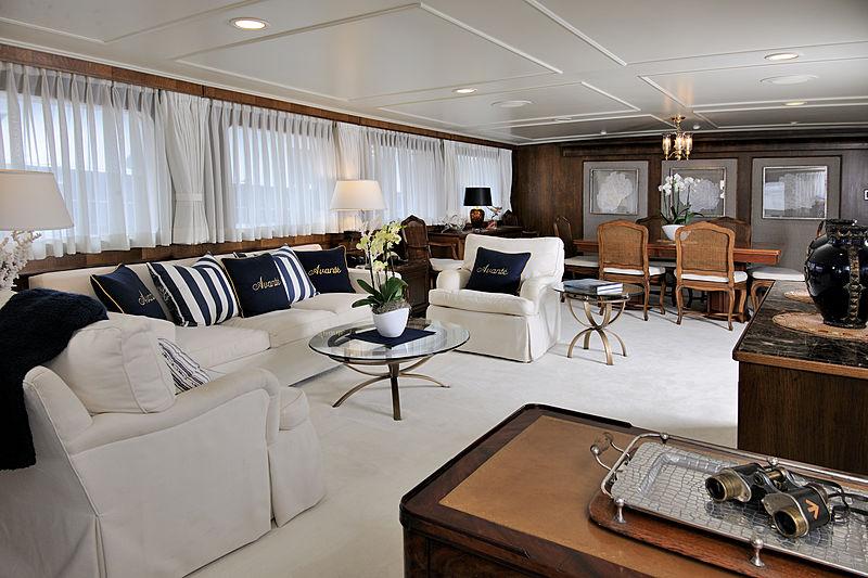 Avante V yacht saloon