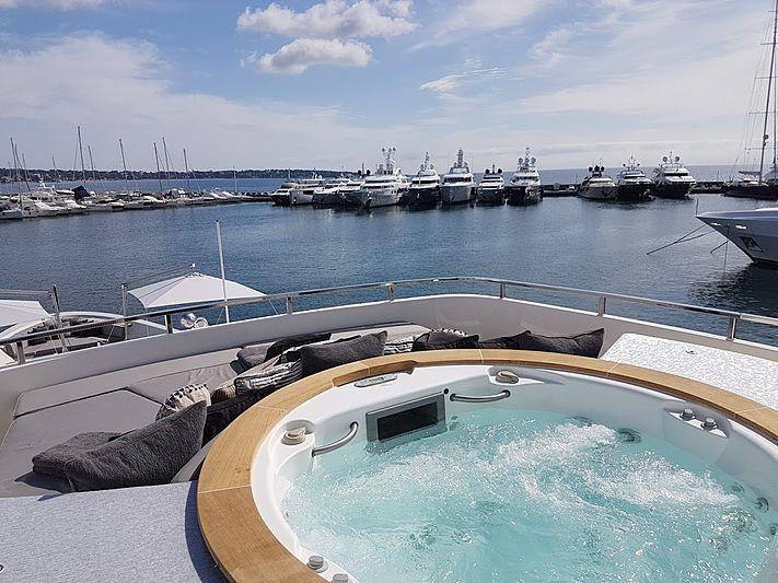 Awol yacht jacuzzi