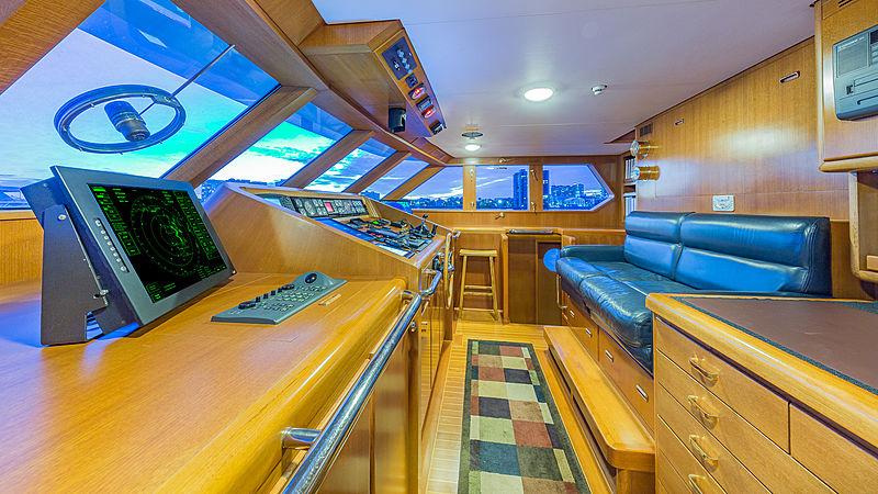 Casual Water yacht bridge