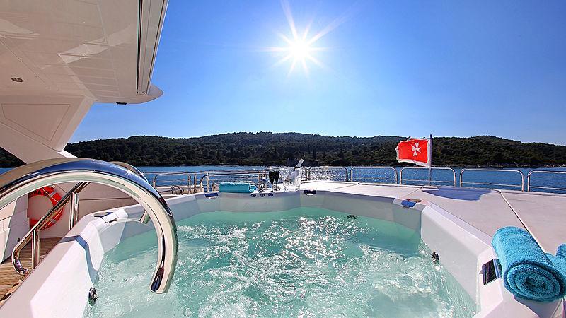 Ira yacht jacuzzi