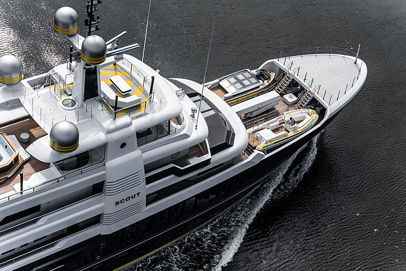 Scout yacht by Hakvoort underway